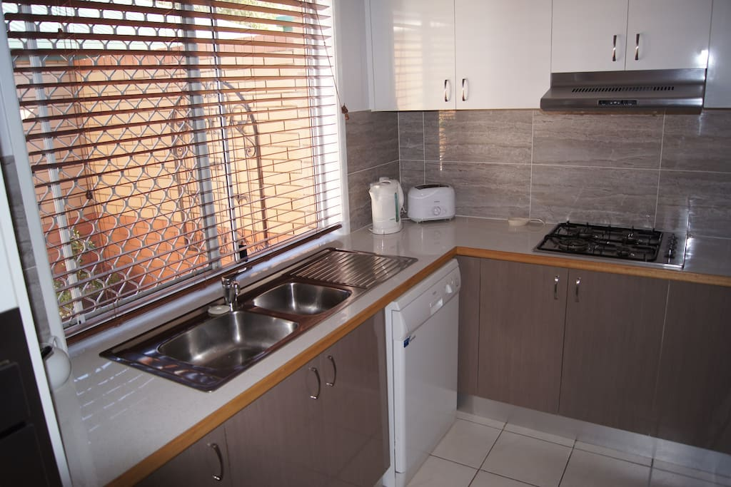 Fully equipped kitchen with dishwasher and cook-tops
