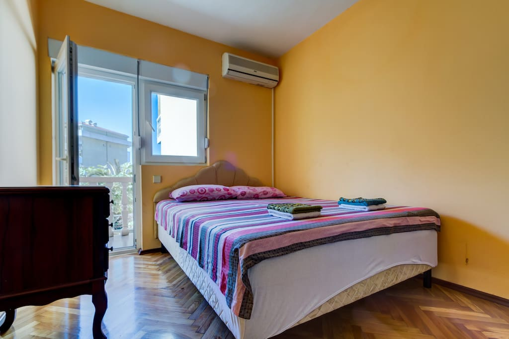 Bedroom, double bed, balkony