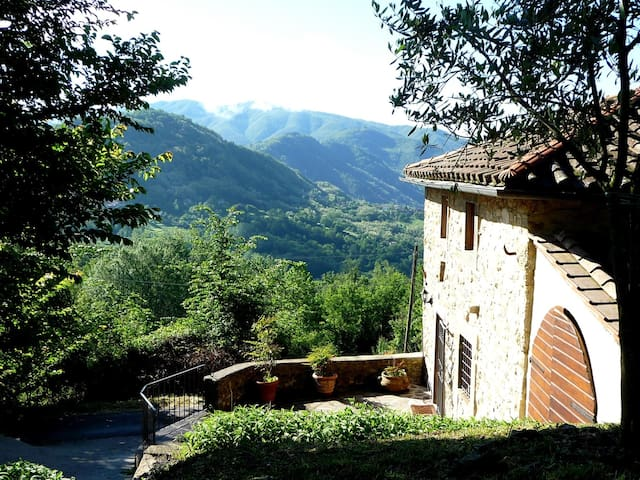 Breathtaking mountain views - Longoio-mobbiano, Bagni di Lucca - House