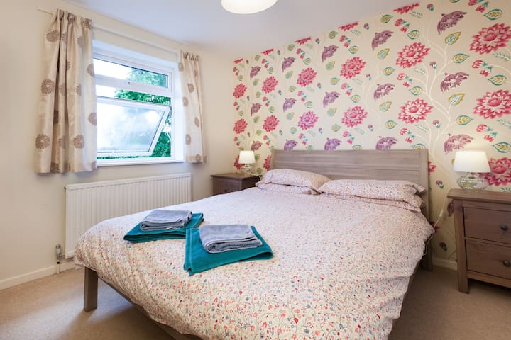Comfortable double in family home - Twyford - Casa