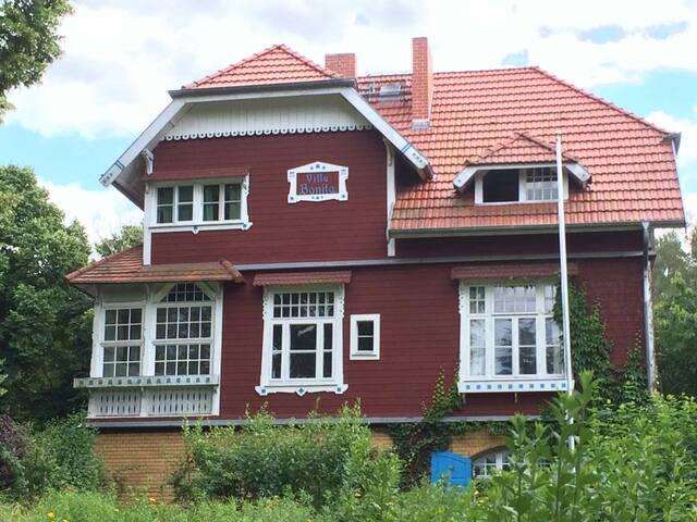 romantisches Holzhaus am Waldrand - Woltersdorf - Bed & Breakfast