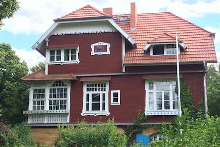 romantisches Holzhaus am Waldrand - Woltersdorf - ที่พักพร้อมอาหารเช้า