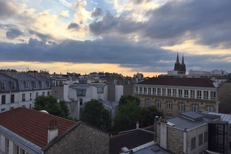 Apartment on the roofs of Paris, Vue sur les toits - ปารีส