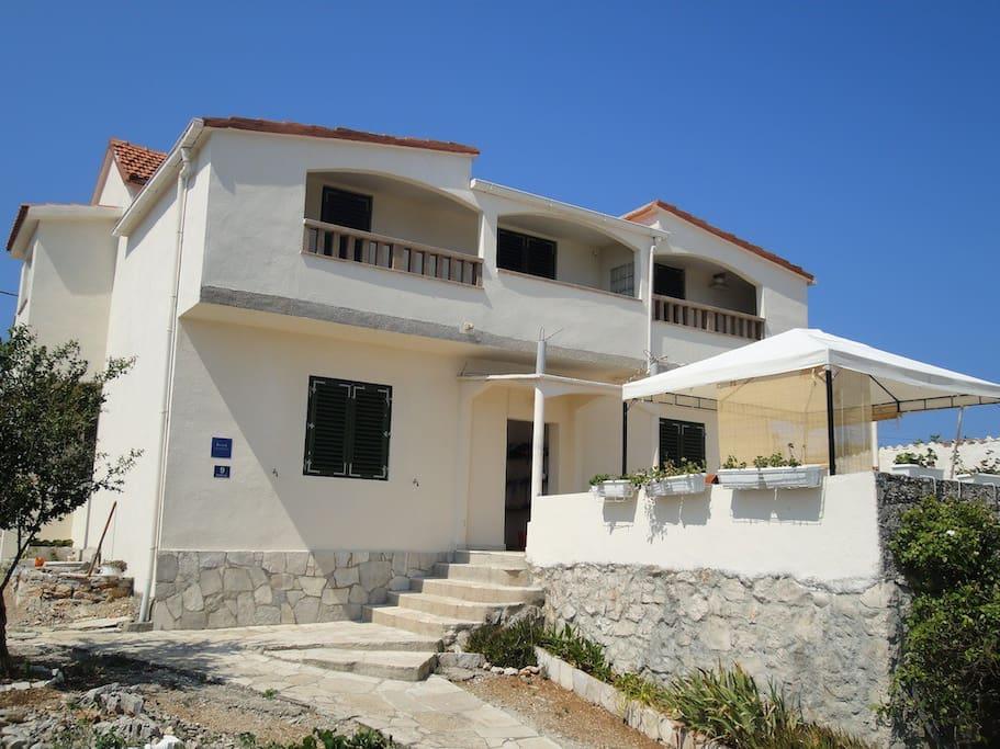 Apartments Villa Ana on island Drvenik Mali