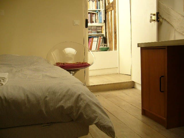 Quiet Room with Skylight & Your Own Bathroom & WC - Paris - Flat