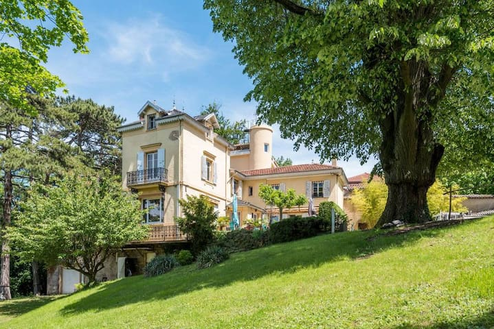 Les Lamas House with a swimming-pool, jacuzzi and garden