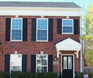 Family/Friend friendly townhouse - Louisville