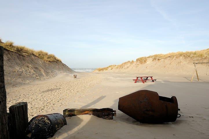 Strandhotel Terschelling zeezijde - Formerum - Гестхаус