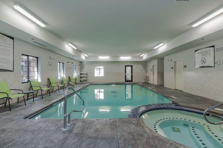 Studio Near Notre Dame | Free Breakfast Buffet, Pool, Hot Tub!