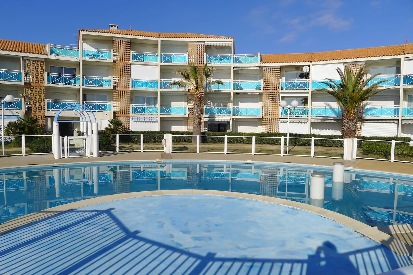 Ansicht von Pool u. Residenz.