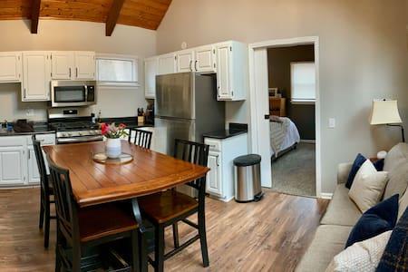 Moon Suite - Cozy & Comfortable, Great Location