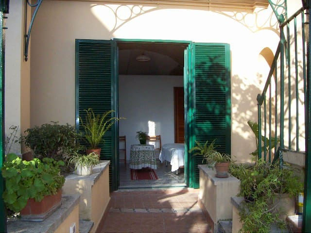 The Secret Garden - Neapel