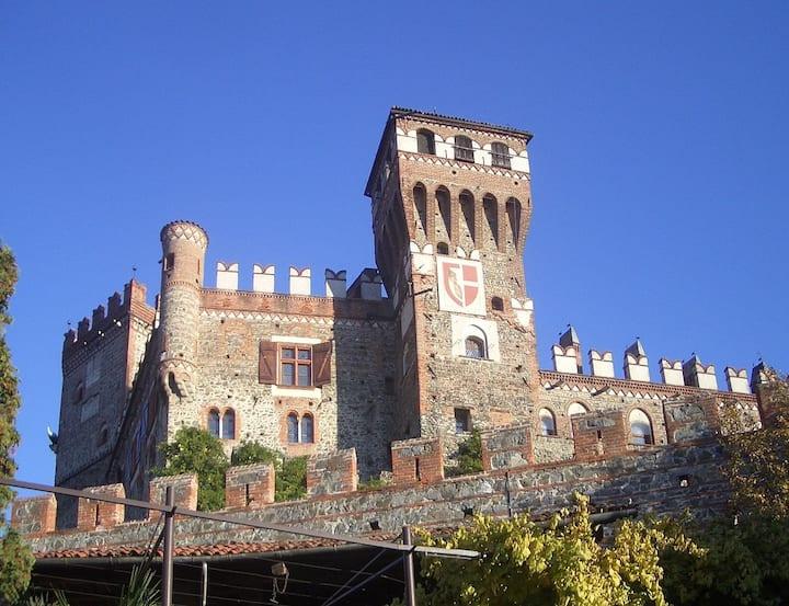 a 2 passi dal Castello di Pavone nel cuore Balteo