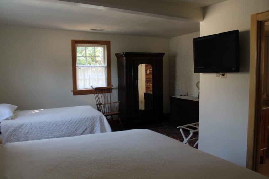 Another view of Harmonist bedroom.
