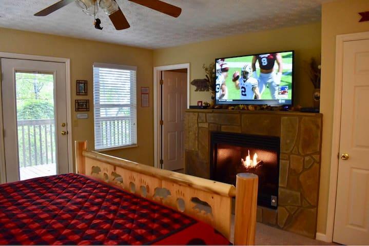 Bear Whisperer; 2 fireplaces; Hot Tub; Great Views
