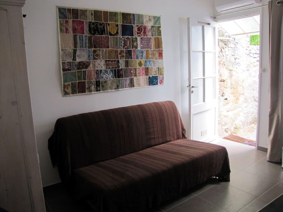 Le canapé lit (calme garanti)