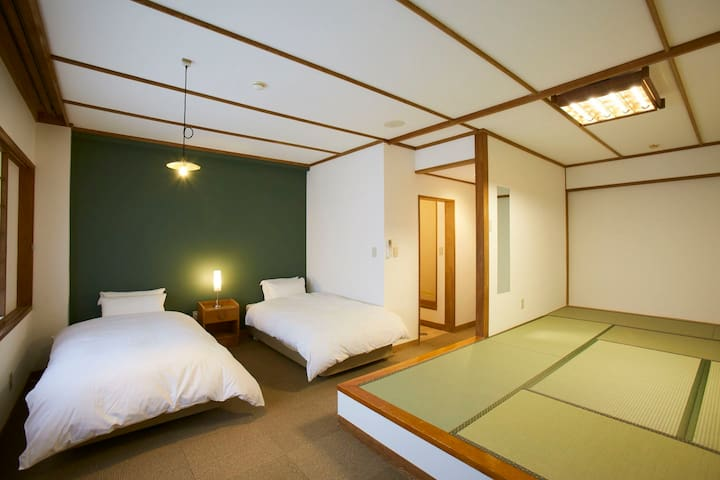 Guest house with hot spring ★Bed&Tatami Room