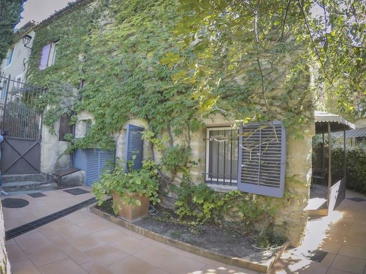 Appartement en pierre à proximité Lourmarin