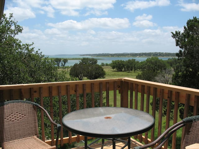 Romantic Getaway on Canyon Lake - Canyon Lake - Appartement