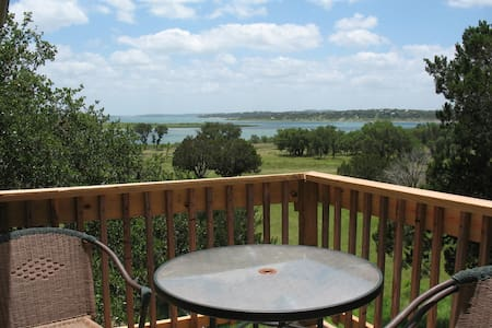 Romantic Getaway on Canyon Lake - Canyon Lake - Apartment