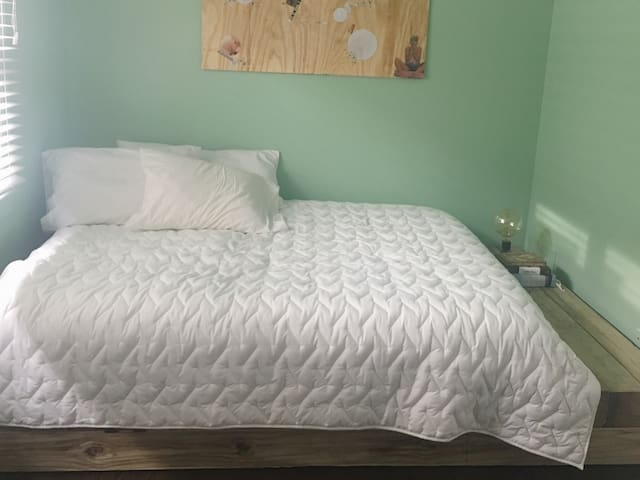 Pet Friendly Private Room in Avondale/Logan Square