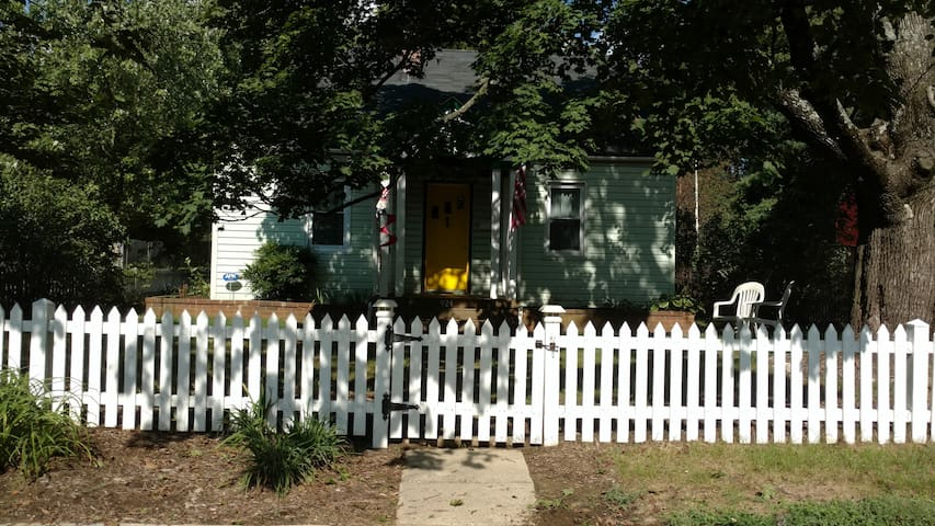 Cozy home in quiet neighborhood, close to downtown - Annapolis - Huis