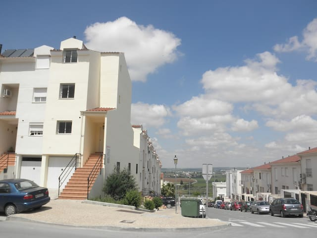 Casa adosada de 4 Dormitorios - Antequera