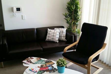 Resort Style Living Airport Area - Turrella - 公寓