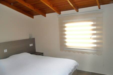Great located newly decorated room with bathroom.. - Kuşadası