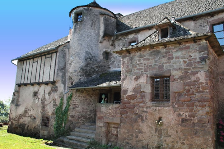 14th Century manor house in Aveyron - Auzits - Casa