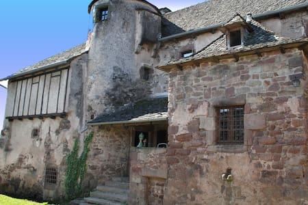 14th Century manor house in Aveyron - Auzits