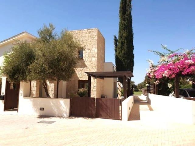 Stunning luxury 3 bed golf villa with heated pool!
