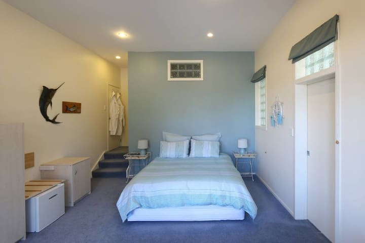 Waihi Beach Lodge - Marlin room