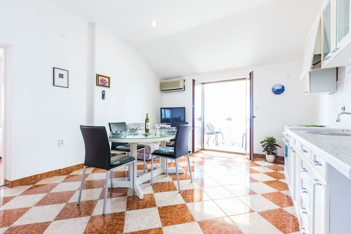 Two-bedroom Apartment by the Sea A2