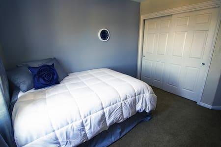 Wonderful, Comfy Loft in Home* - Reihenhaus
