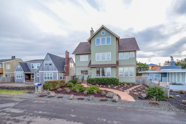 Vista House - Four-Story Seaside Wonder has Gathering Spaces, Views, Close to Beach and Golf!