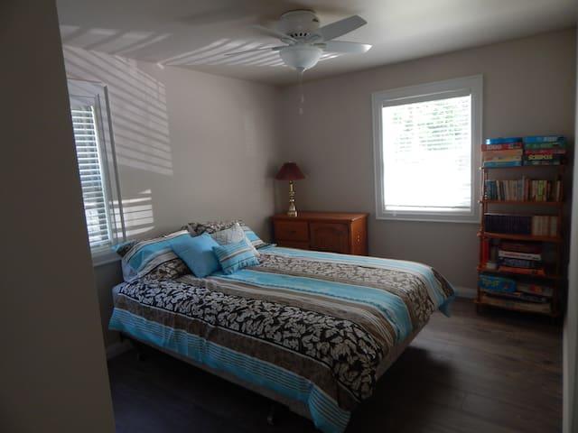 Bedroom #2 - Queen