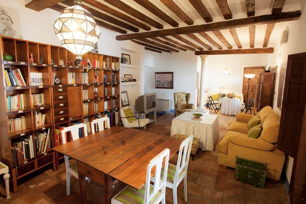 amplio y confortable salón-comedor con 3 bonitos espacios