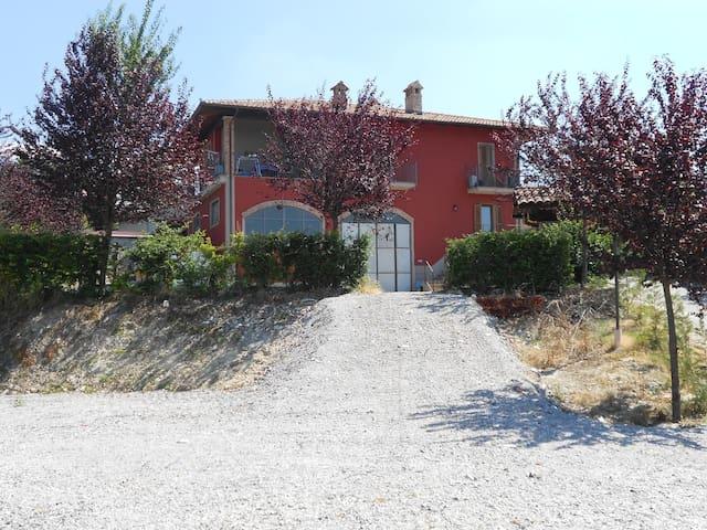 Agriturismo con appartamento - Farigliano - Apartament