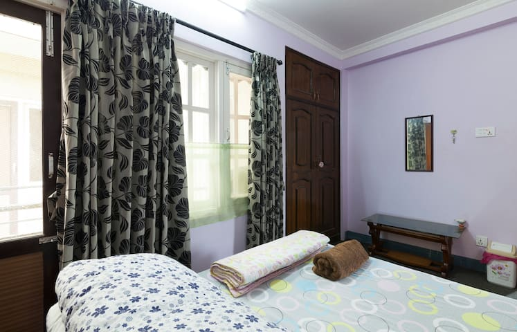 Private Clean room in top floor with big balcony - Kathmandu - House