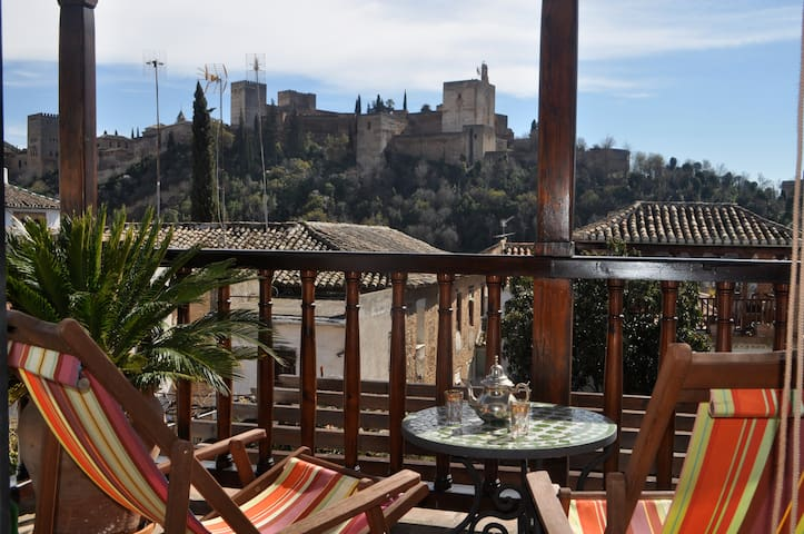 Romantic family home with ALHAMBRA views-Free Wifi - Granada - House