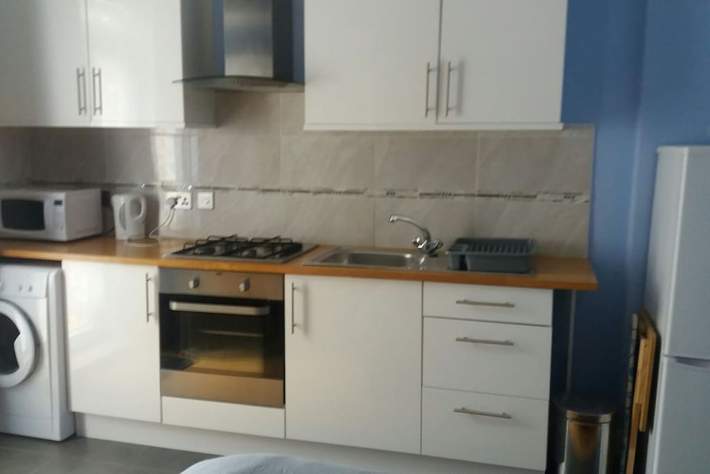 New Kitchen area in your own Studio with oven, stove & fridge/freezer