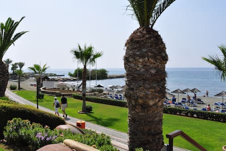 Lovely flat on Mediterranean beach  - Limasol - Daire