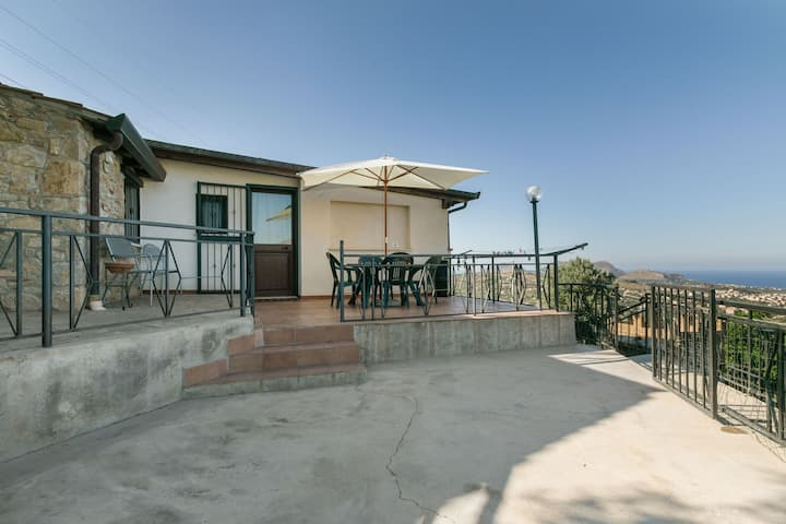 Hilltop Holiday Home in Bagheria with Private Pool
