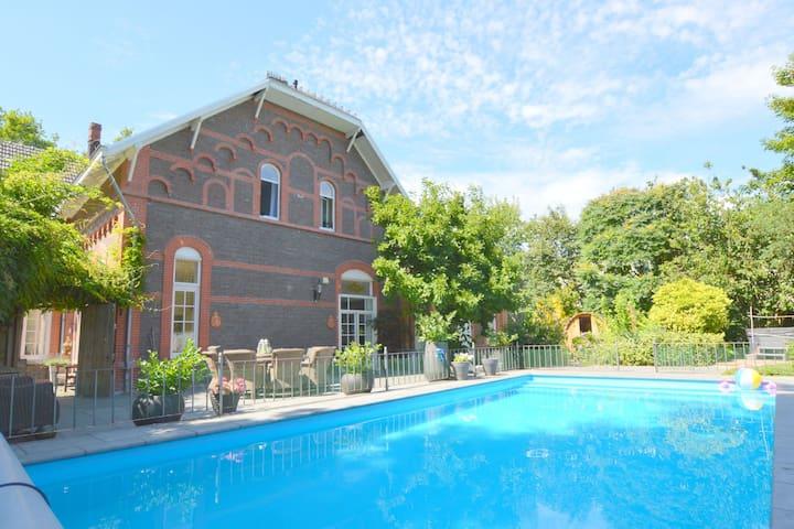 Luxuriöse Villa mit beheiztem Pool in Limburg