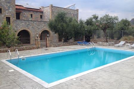 Io villa 3 a stone castle in Stoupa - Stoupa - Villa