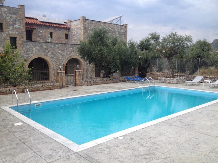 Io villa 3 a stone castle in Stoupa