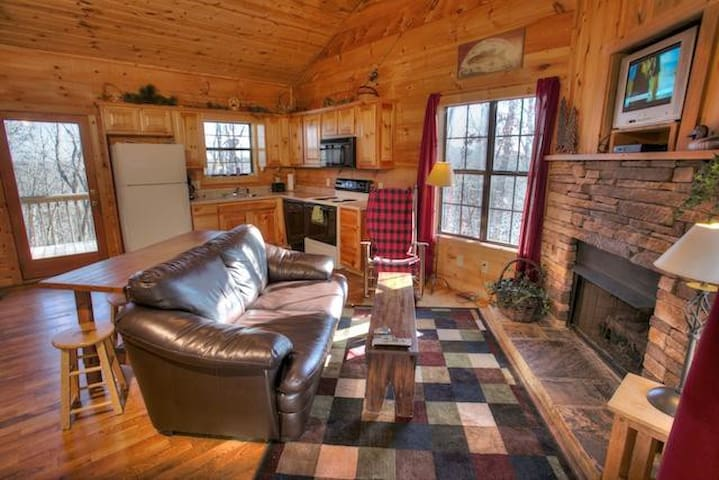 Secluded Cabin Great for Couples with a Hot Tub