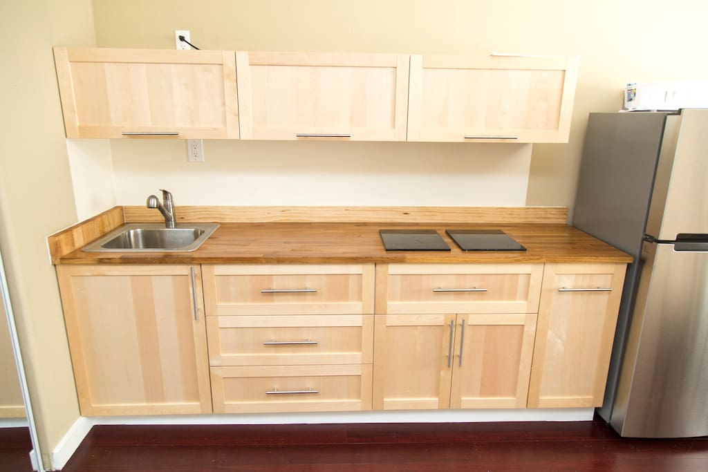 open kitchen with ample clausets