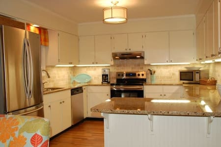 Bring the Inlaws!Separate apt. for extended family - Saint Helena Island - Hus